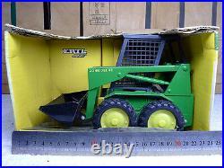 ERTL 15868 John Deere Skid steer green metal excavator model