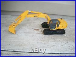 ERTL John Deere YELLOW 1/50th scale Crane Excavator Diecast Toy Replica