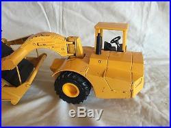 Ertl 125 John Deere Industrial Earth Scraper Belt Excavator Tractor used