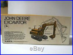 Ertl John Deere Excavator Die Cast Metal 1/16 Scale Ertl #7141