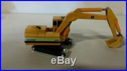 Ertl MIGHTY MOVERS International Excavator 640 and John Deere Excavator 690C