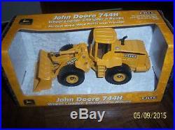 John Deere 744 Wheel Loader 744H Ertl 1/50 New in Box