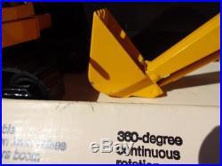 VINTAGE ERTL JOHN DEERE EXCAVATOR #505. 1/16 SCALE NIB